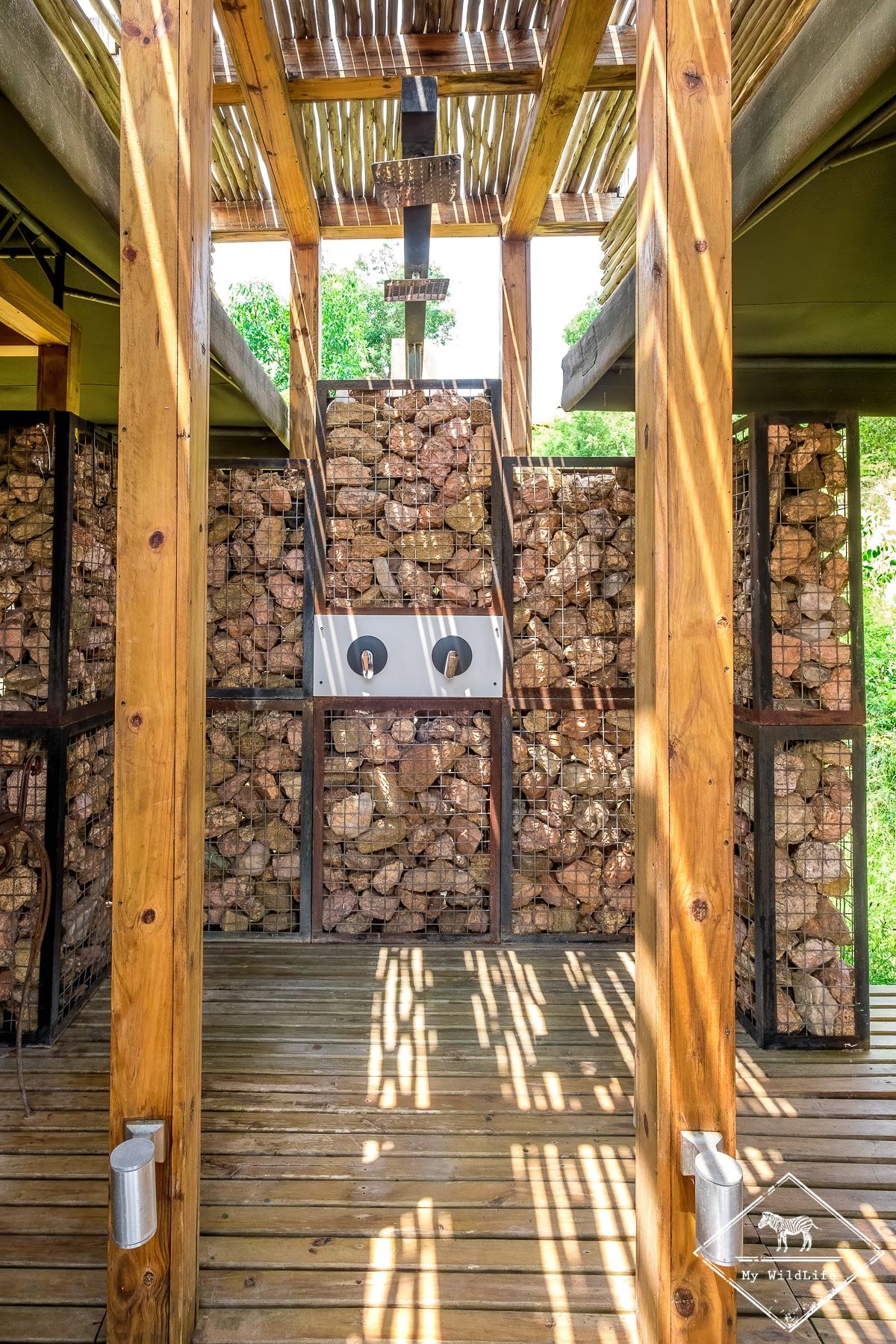 Douche extérieure du Simbavati Hilltop Lodge