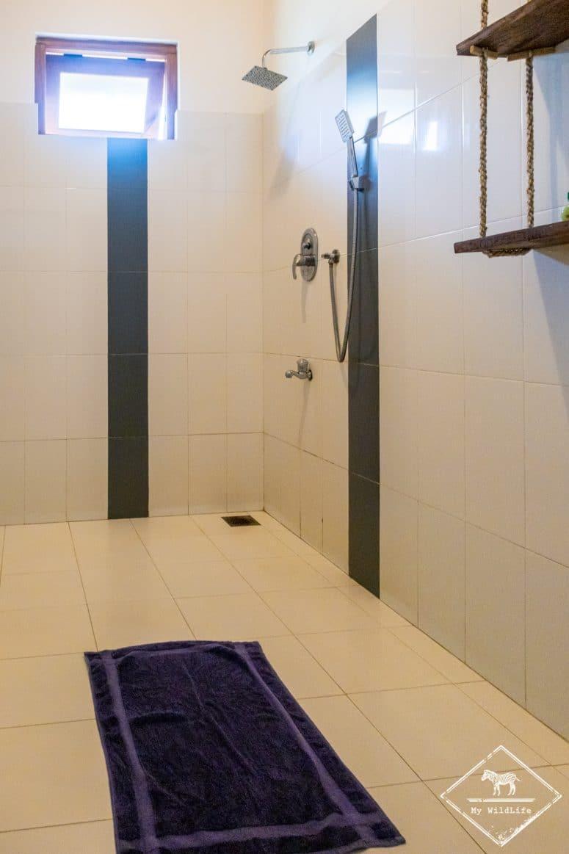 Salle de bain Blue Turtle Hotel, Tissamaharama